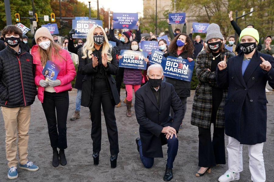 Joe Biden et ses petits-enfants à Pittsburgh, en Pennsylvanie, le 2 novembre 2020.