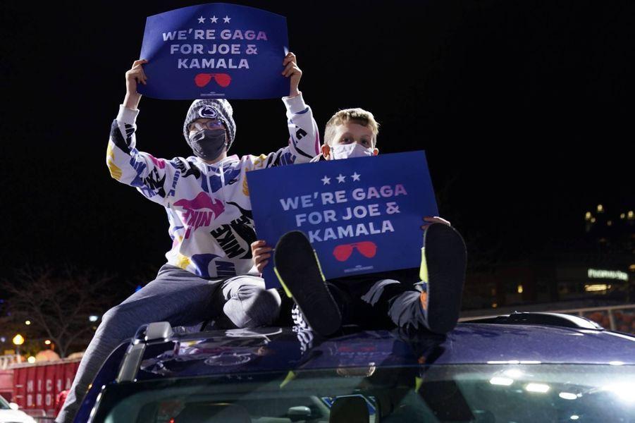 Des partisans deJoe Biden à Pittsburgh, en Pennsylvanie, le 2 novembre 2020.