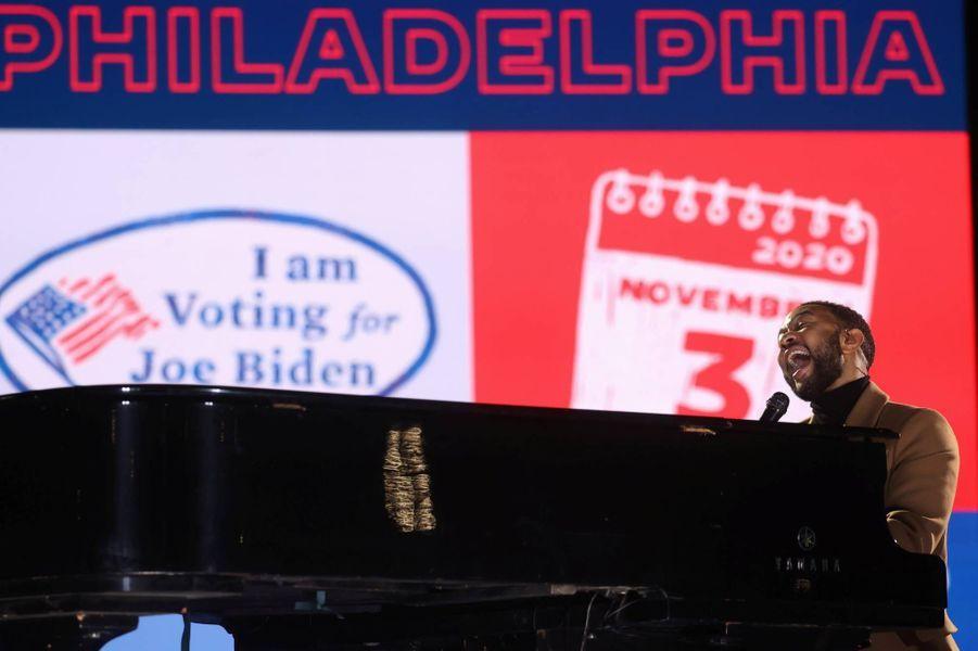 John Legend chante à un meeting deKamala Harris à Philadelphie, en Pennsylvanie, le 2 novembre 2020.