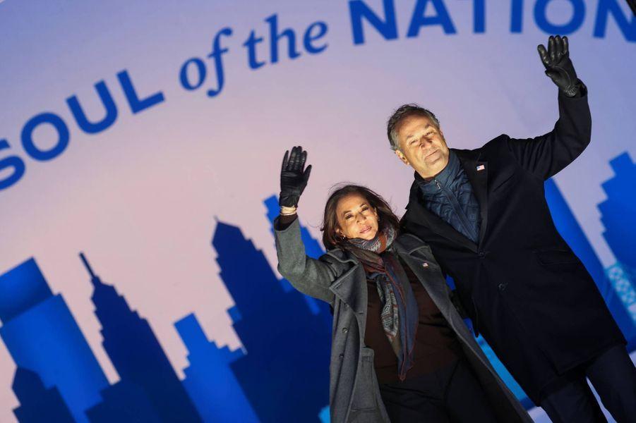 Kamala Harris et Douglas Emhoff à Philadelphie, en Pennsylvanie, le 2 novembre 2020.