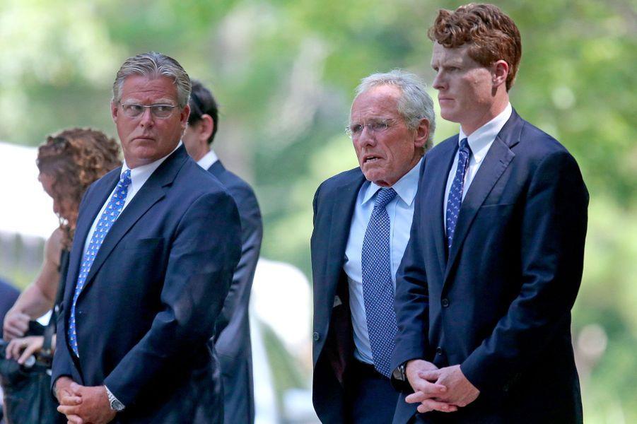 Ted Kennedy Jr., Joe P. Kennedy II et Joe P. Kennedy III lundi lors des obsèques de Saoirse Kennedy Hill à Centerville.