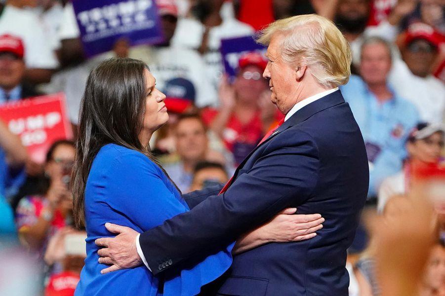 Sarah Huckabee Sanders etDonald Trump lors d'un meeting à Orlando, en Floride, le 18 juin 2019.