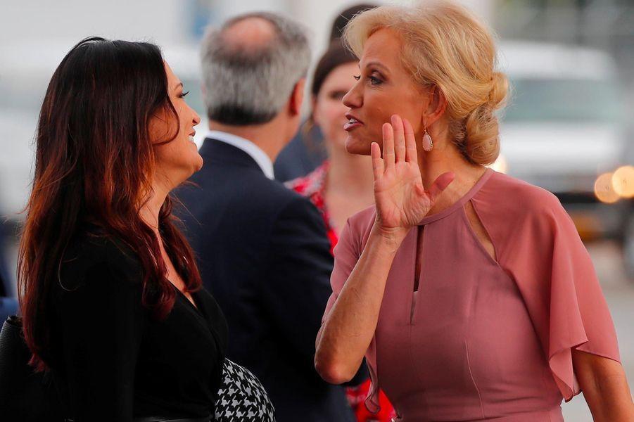 Stephanie Grisham et Kellyanne Conway avantle meeting à Orlando, en Floride, le 18 juin 2019.