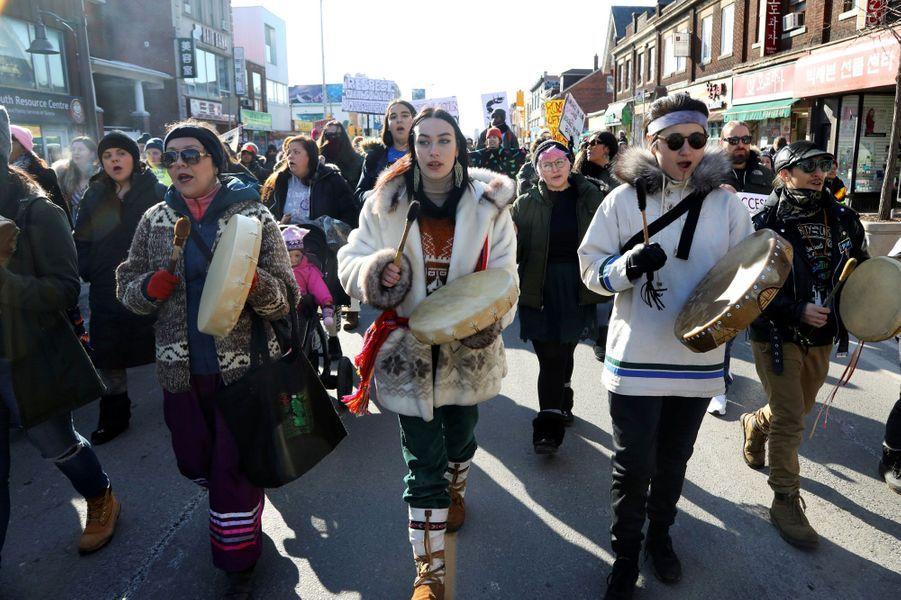 Les défenseurs des terres de la nationWet'suwet'en au Canada combattent un projet de gazoduc.