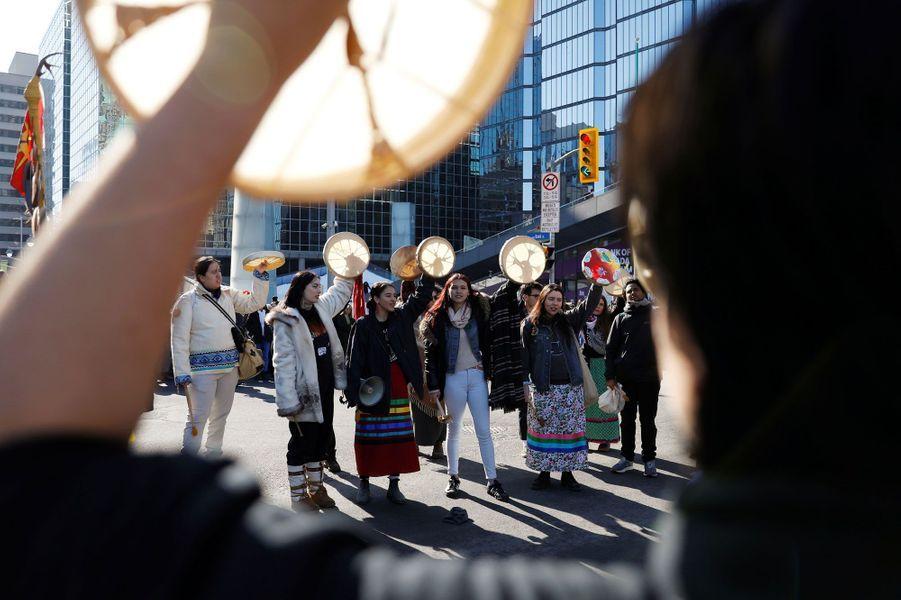 Les défenseurs des terres de la nation Wet'suwet'en au Canada combattent un projet de gazoduc.