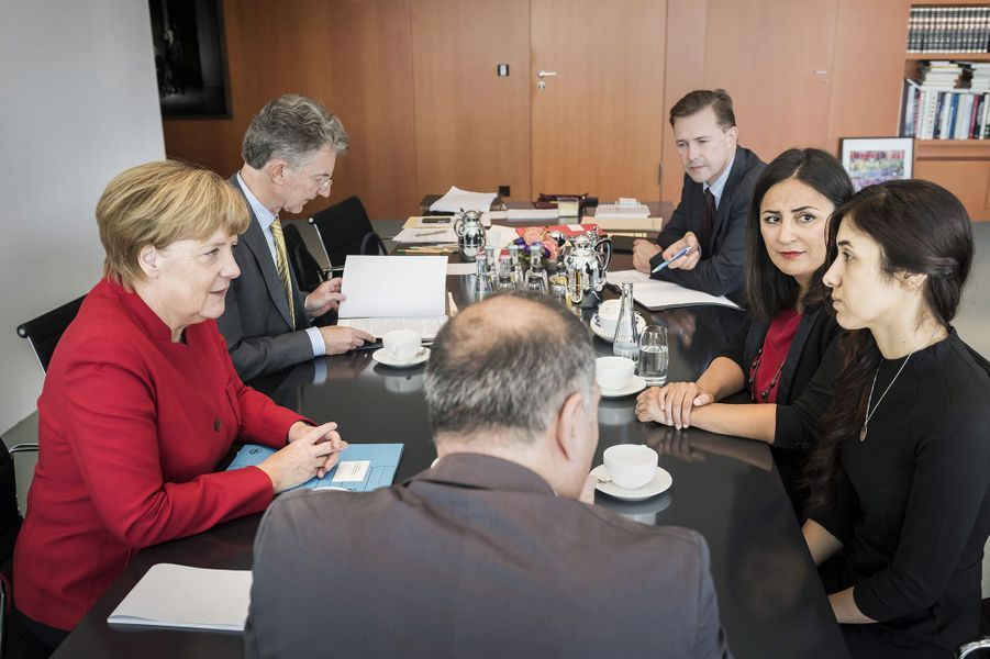 Nadia Murad rencontre Angela Merkel, en octobre 2016.