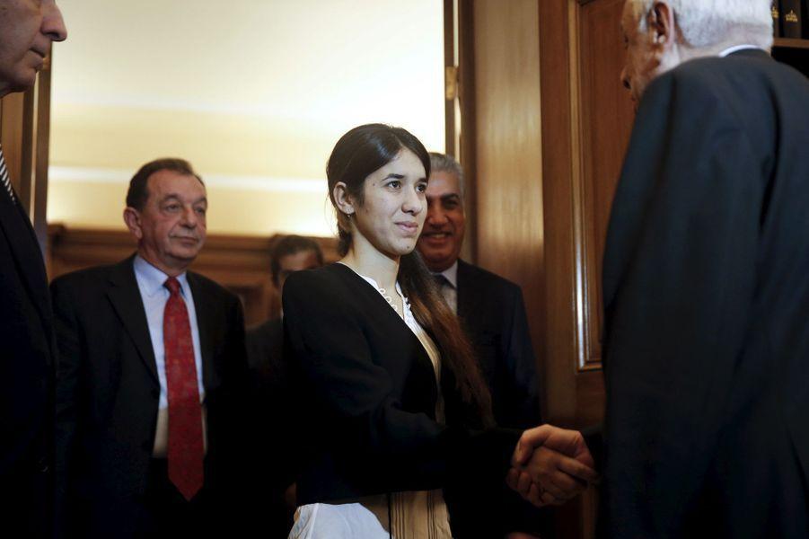 Nadia Murad rencontre le président grecProkopis Pavlopoulos, en décembre 2015.