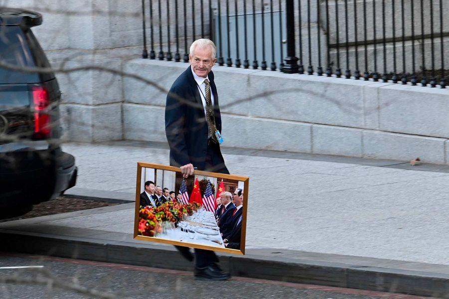 Peter Navarro devant la Maison-Blanche, le 14 janvier 2021.