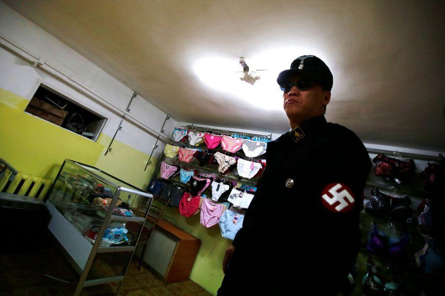 Les néo-nazis deTsagaan Khass ont des bureaux officieux dans un magasin de lingerie de la capitale de la Mongolie, Oulan-Bator.