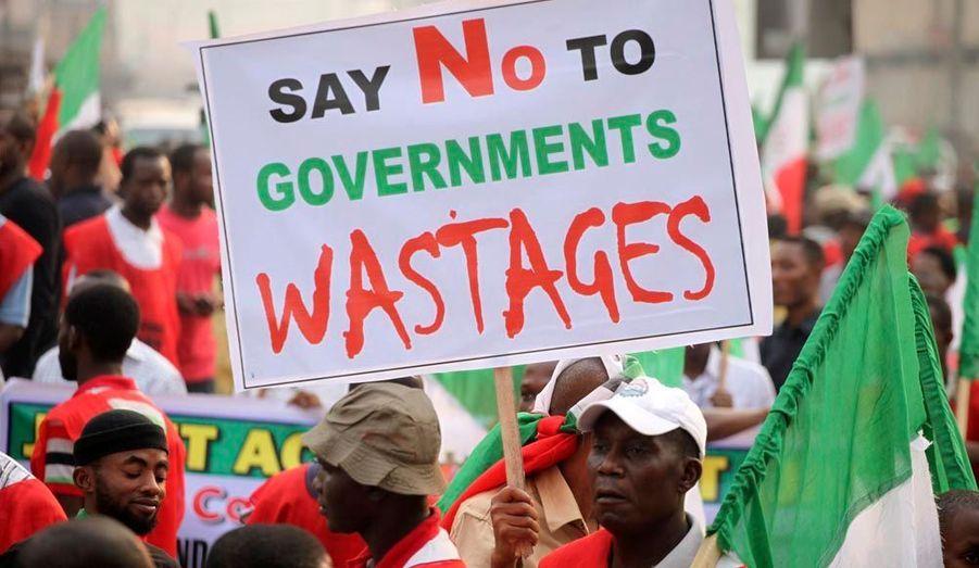 """""""Dites non au gaspillage du gouvernement"""""""