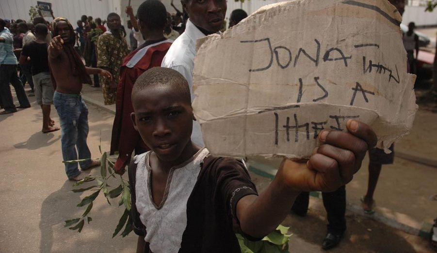dit la pancarte de cet enfant, en référence au président nigérian, Goodluck Jonathan.