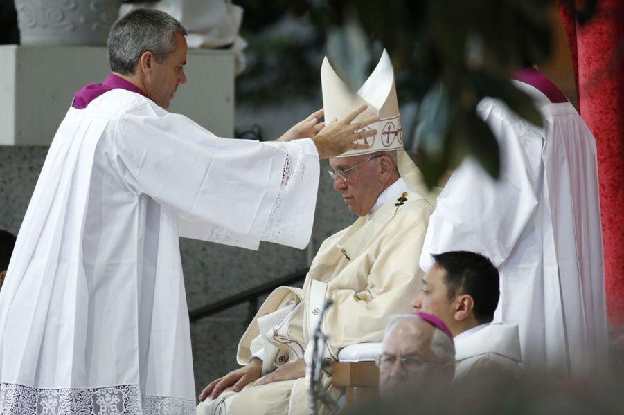 Le pape canonise l'évangélisateur des Indiens