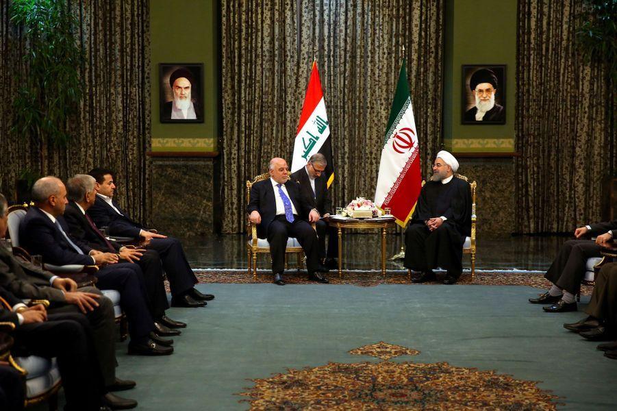 Le Premier ministre irakien Haider al-Abadi et le président iranien Hassan Rohanià Téhéran le 26 octobre 2017