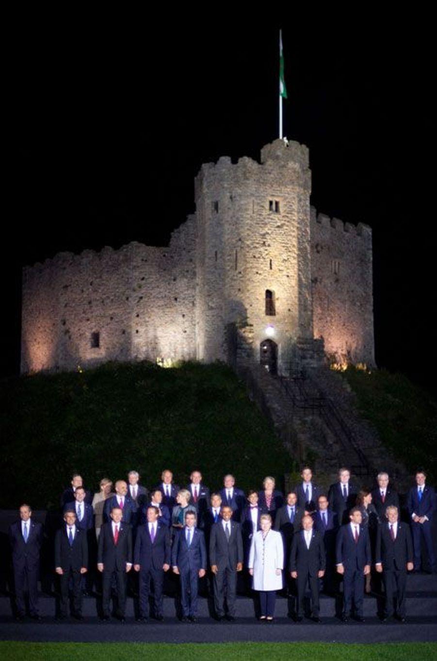 Photo de groupe devant le château de Cardiff
