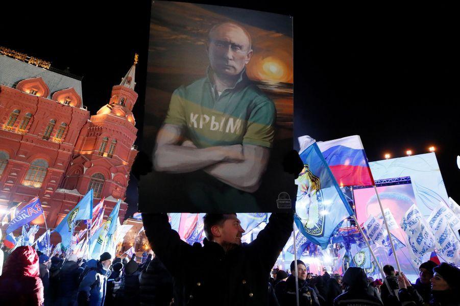 Les partisans pro-Poutine attendent Vladimir Poutine à Moscou.