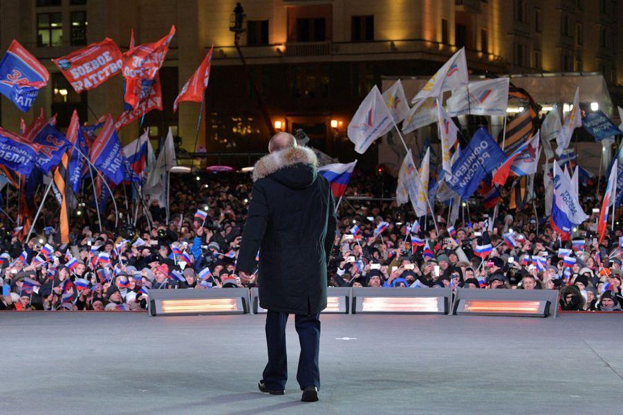 Vladimir Poutine devant ses partisans réunis à Moscou.