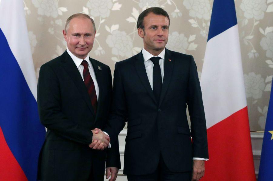 Vladimir Poutine et Emmanuel Macron lors du sommet du G20 à Osaka au Japon.