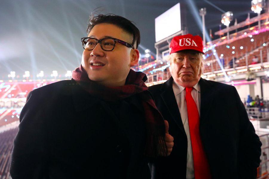 Les sosies de Kim Jong-un et de Donald Trump lors de la cérémonie d'ouverture des Jeux Olympiques de Pyeongchang, le 9 février 2018.