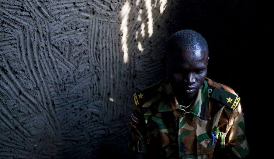 Peter Kaka, est un soldat de l'armée populaire de libération du Soudan (APLS). A l'origine mise en place afin d'instaurer une république socialiste, uni, laïque et démocratique, au Soudan, l'APLS est aujourd'hui devenue la force militaire chargée de faire régner la souveraineté du Soudan du Sud.