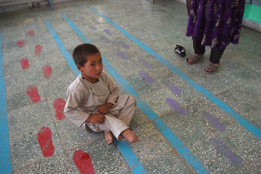 Ahmad, 5 ans, a reçu sa nouvelle prothèse et ému beaucoup d'utilisateurs sur les réseaux sociaux.