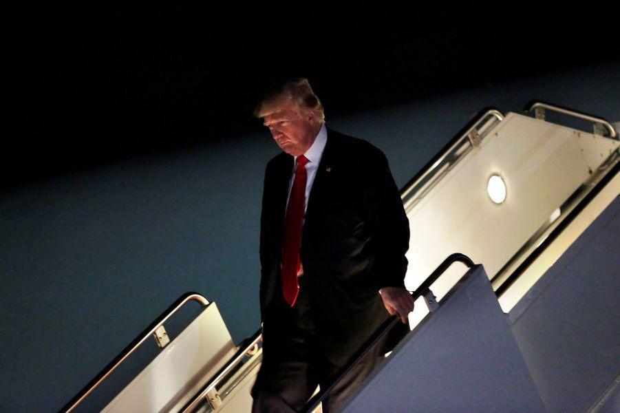 Donald Trump descendant d'Air Force One, le 1er juillet 2017.
