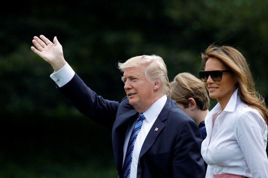 Donald Trump, Melania Trump et Barron quittant la Maison Blanche, le 30 juin 2017.