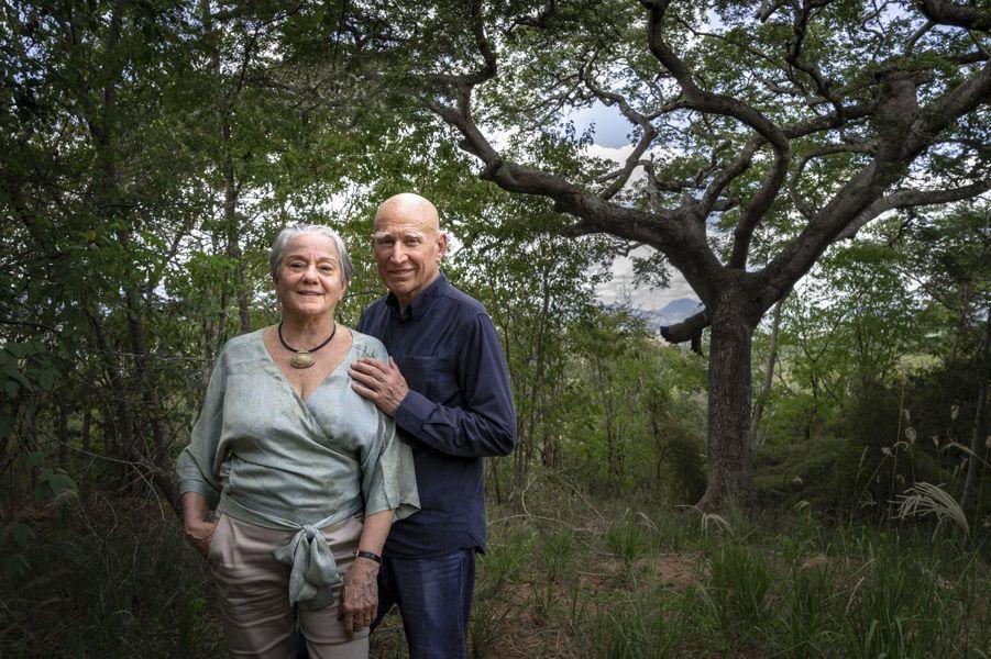 Un couple inséparable dans leur paradis retrouvé du Minas Gerais, au Brésil.