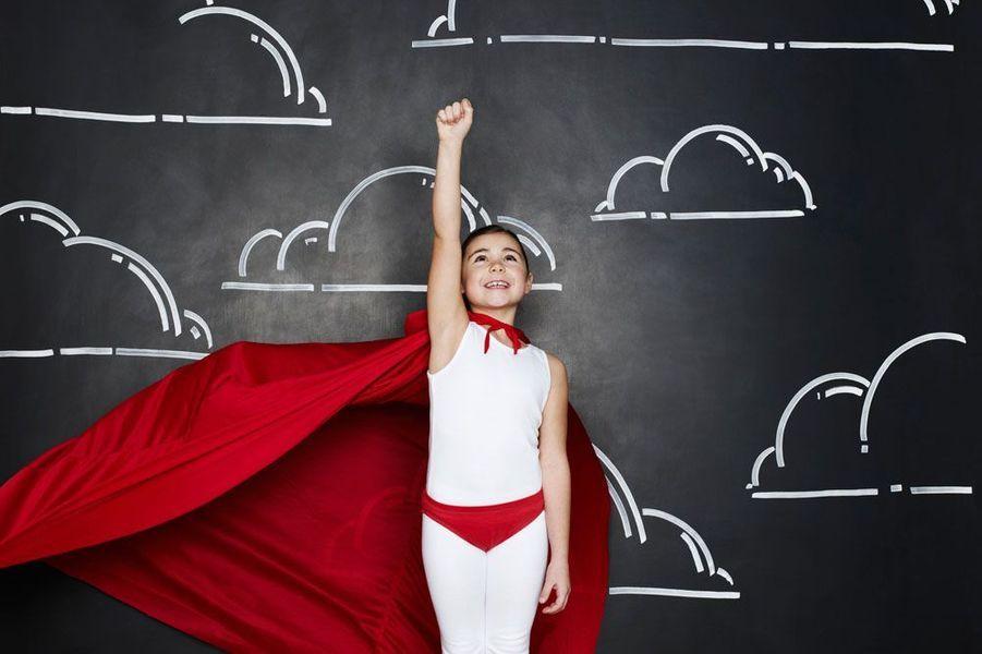 Ce portrait d'une jeune fille habillée comme un super-héros est issu de la collection Lean In de Getty Images. Cette collection célèbre les femmes au pouvoir, rompt les clichés liés au genre et a pour but de changer la façon dont la société conçoit l'égalité.