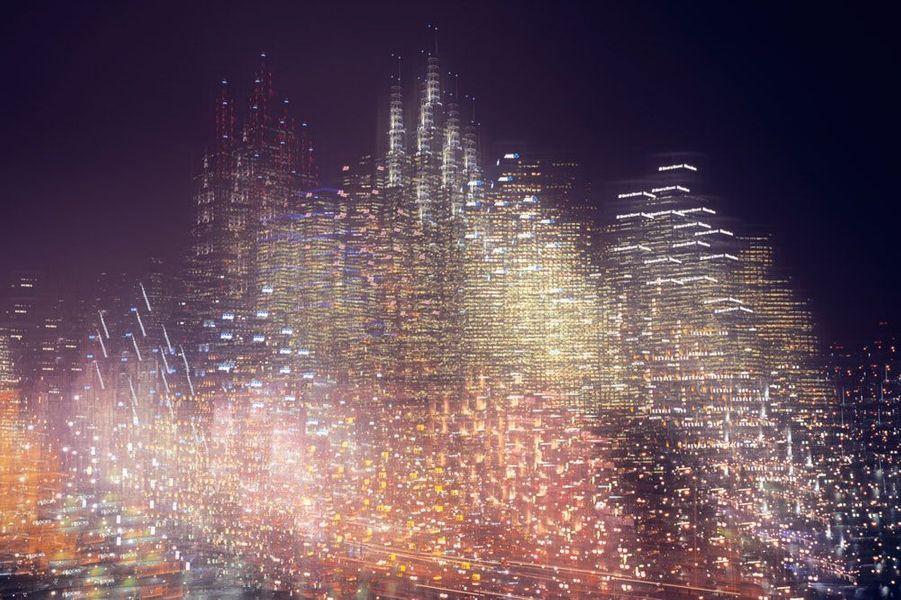 Cette image de l'horizon de Melbourne en Australie illustre une tendance dans l'imagerie appelée «Future Unknown». Il s'agit d'une révolution créative où les photographes rejettent la nostalgie et construisent une nouvelle esthétique visuelle : un avenir centré sur la technologie.