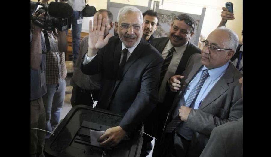 Le candidat Abdel Moneim Aboul Foutouh votant au Caire