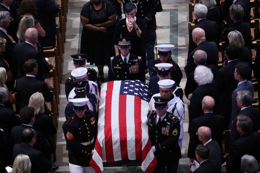 Trois présidents des Etats-Unis, mais pas Donald Trump, ont assisté aux funérailles nationales de John McCain, samedi à Washington.