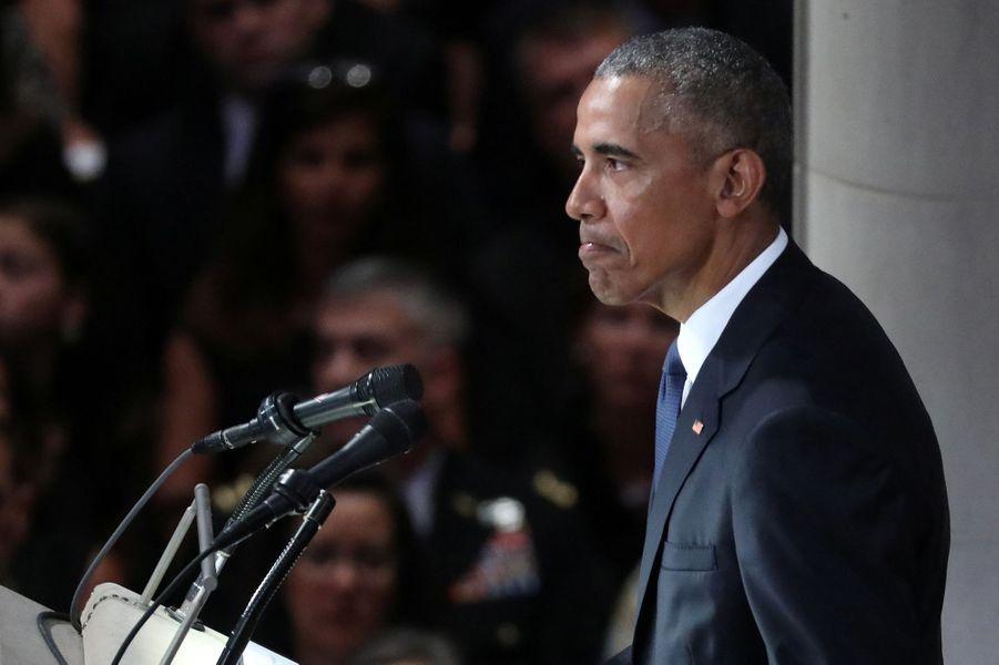 Trois présidents des Etats-Unis, mais pas Donald Trump, ont assisté aux funérailles nationales de John McCain, samedi à Washington. Ici Barack Obama.