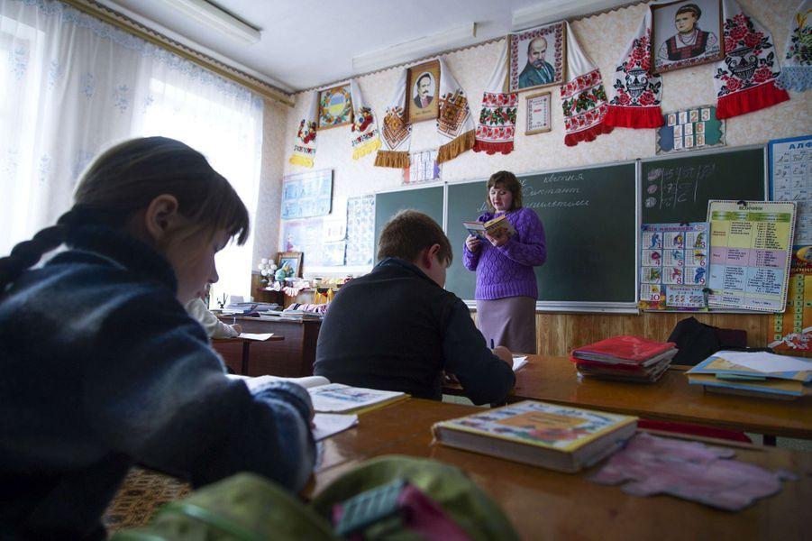 L'an dernier, le gouvernement ukrainien, en raison de la crise, a arrêté de payer la cantine pour les enfants de cette zone.