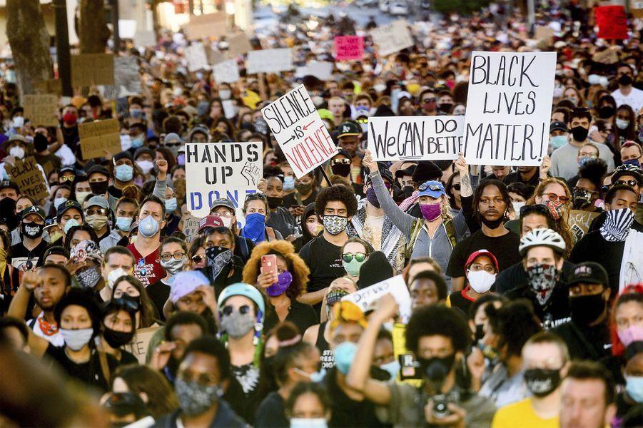 Des milliers de manifestants àOakland, en Californie