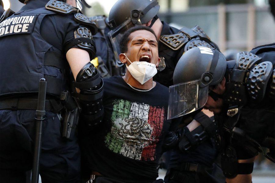 Un manifestant arrêté près de la Maison Blanche àWashington