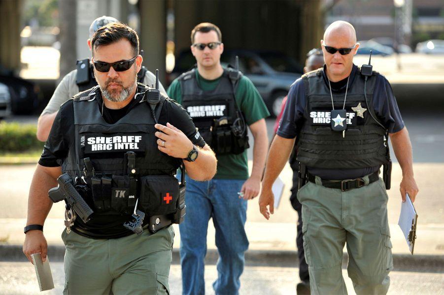 La pire fusillade de l'histoire des Etats-Unis... jusqu'à celle de Las Vegas. En juin 2016, 49 personnes ont été tuées à Orlando dansune boîte de nuit gay de la ville floridienne. Quelques heures après la tuerie, le groupe terroriste Etat islamique a revendiqué cette attaque. Le meurtrier, Omar Mateen, a été abattu par les forces de l'ordre.