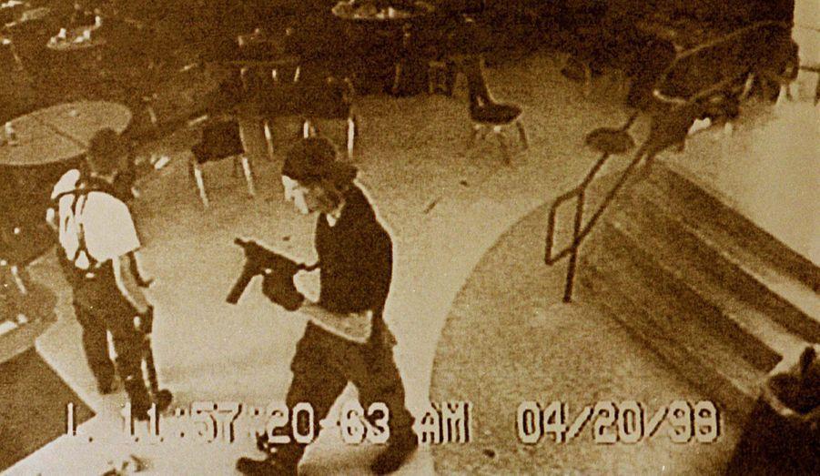 """En avril 1999, Dylan Klebold et Eric Harris, deux étudiants du lycée de Columbine, dans le Colorado, ont tué douze de leurs camarades et un professeur avant de se suicider. De nombreux films, livres ou musiques se sont inspirés du massacre, notamment le documentaire """"Bowling for Columbine""""deMichael Moore ou encore le film """"Elephant""""deGus Van Sant."""