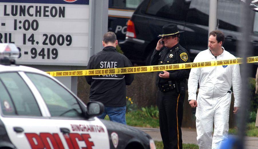 Le 3 avril 2009, àBinghamton, dans l'Etat de New-York, un homme armé de deux pistolets a marché le long des services de l'immigration de l'American Civic Center et tué 13 personnes avant de retourner l'arme contre lui.