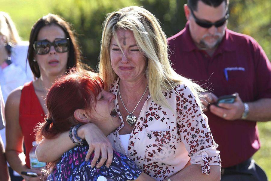 Le 14 février 2018, le jour de la Saint-Valentin, un jeune homme de 19 ans, Nikolas Cruz, ouvre le feu dans un lycée de Parkland, dans le sud-est de la Floride, tuant au moins 17 personnes avant d'être arrêté.