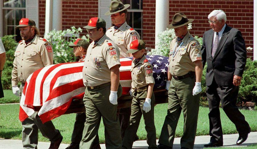 Après avoir tué sa femme et ses deux enfants le 29 juillet 1999, Mark Barton s'est rendu dans deux sociétés de courtage d'Atlanta, en Géorgie, et a tué neuf personnes. Il s'est ensuite suicidé.