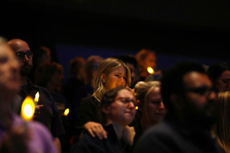 Le 7 novembre 2018, un ancien soldat, Ian Long, connu des services de police pour des troubles psychiques, ouvre le feu dans un bar bondé de Thousand Oaks, près de Los Angeles, tuant 12 personnes dont un policier intervenant sur les lieux, avant de se suicider.