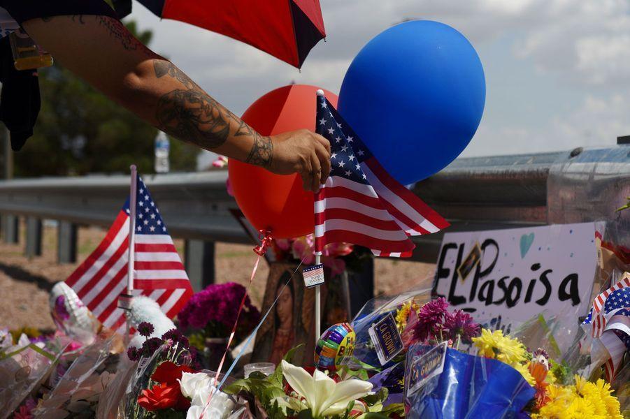 3 août 2019, un terroriste suprématiste blanc tue 20 personnes dans un supermarché Walmartsituée à la frontière avec le Mexique dans l'Etat au Texas. Il fait également 26 blessés.
