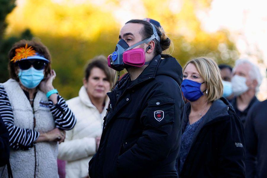 Des électeurs patientent à Edmond, dans l'Oklahoma, jeudi.