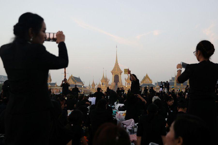 Les funérailles grandioses du roi de Thaïlande.