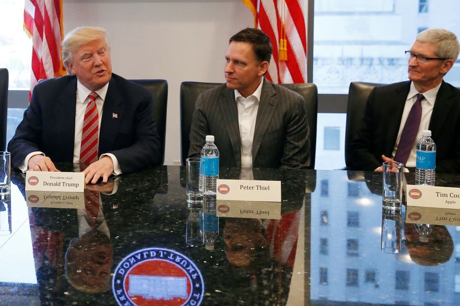 Donald Trump, Peter Thiel et Tim Cook (Apple) à la Trump Tower, le 14 décembre 2016.