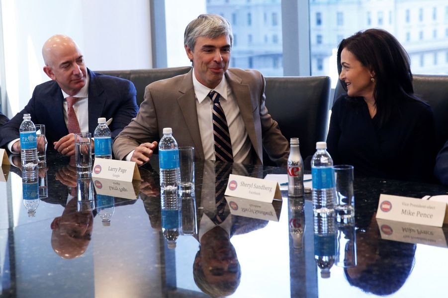 Jeff Bezos (Amazon), Larry Page (Google) et Sheryl Sandberg (Facebook) à la Trump Tower, le 14 décembre 2016.