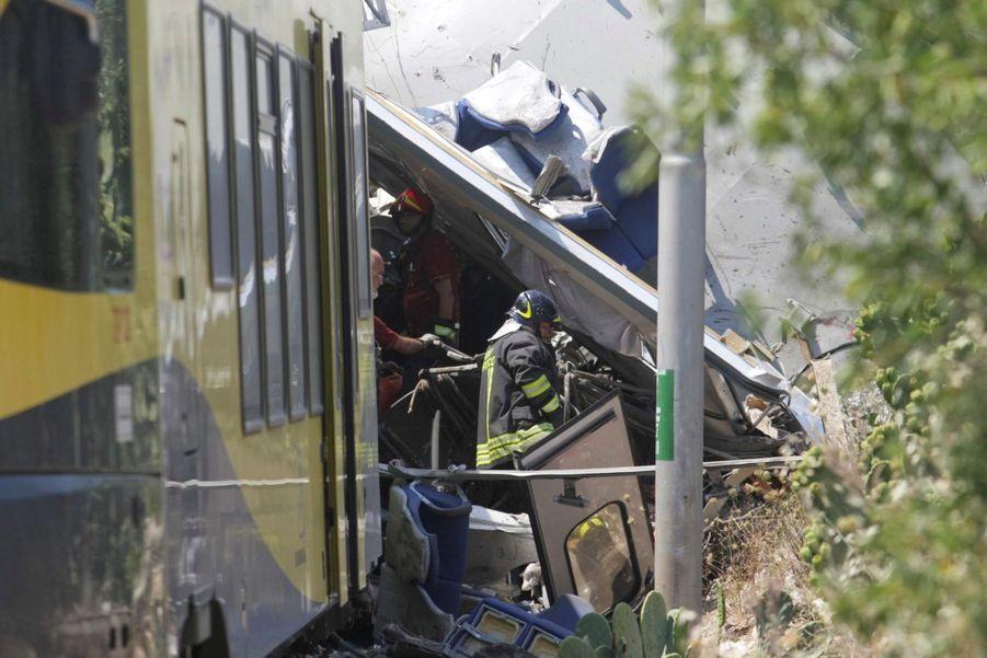 Les images de la catastrophe ferroviaire en Italie