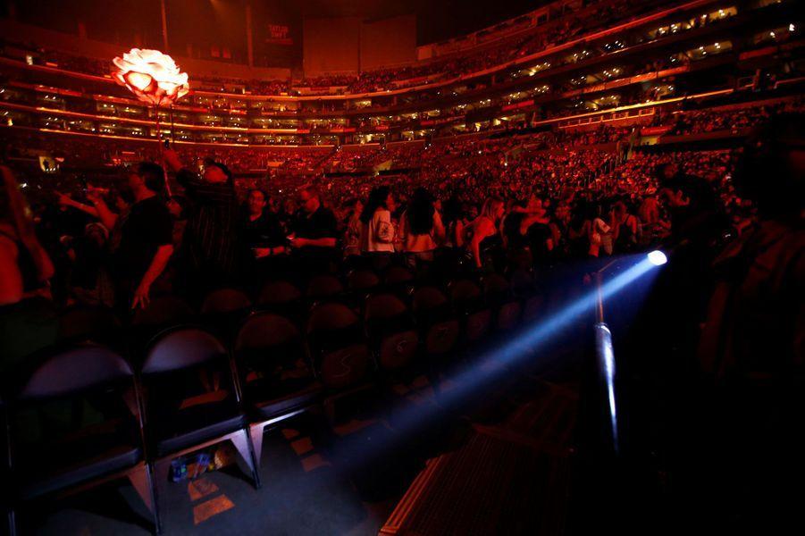 Evacuation du premier rang au Staples Center de Los Angeles, en plein concert de Shawn Mendes, vendredi soir.