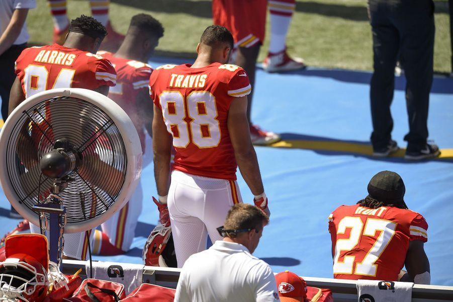 Les joueurs des Kansas City Chiefs s'agenouillent, le 24 septembre 2017.