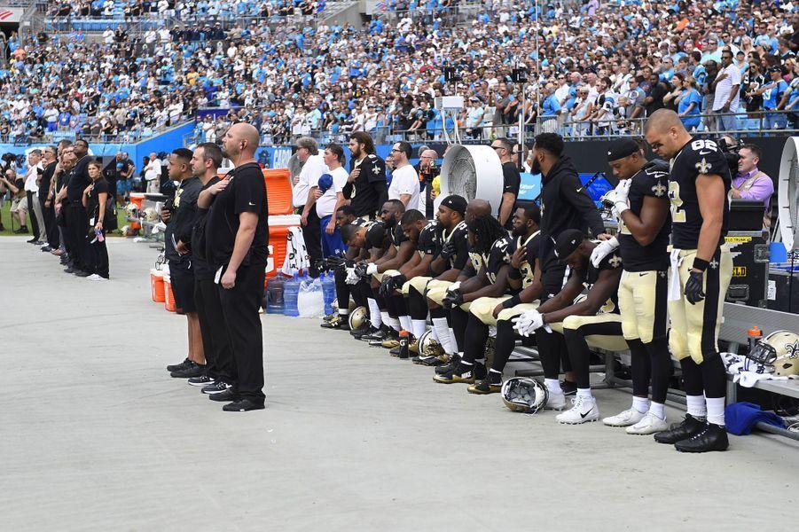 Les joueurs des New Orleans Saints s'agenouillent, le 24 septembre 2017.